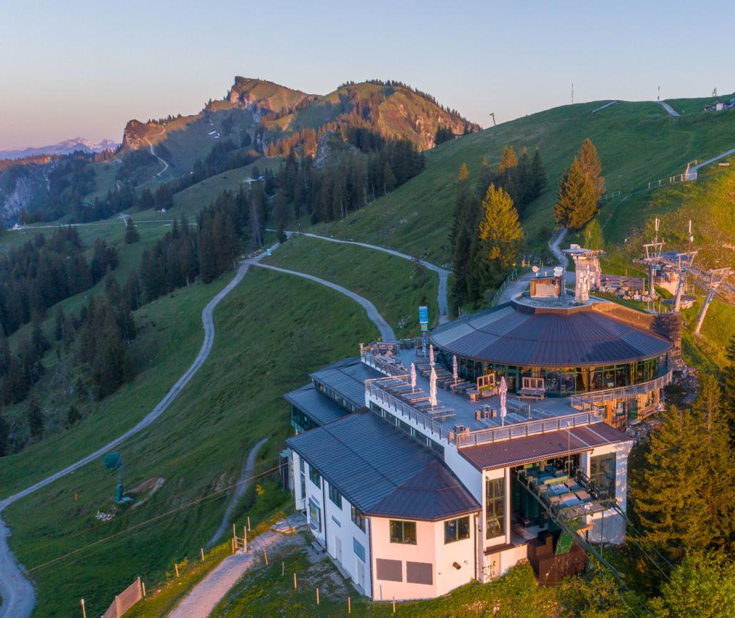 Brauneck-Bergstation mit Panoramarestaurant
