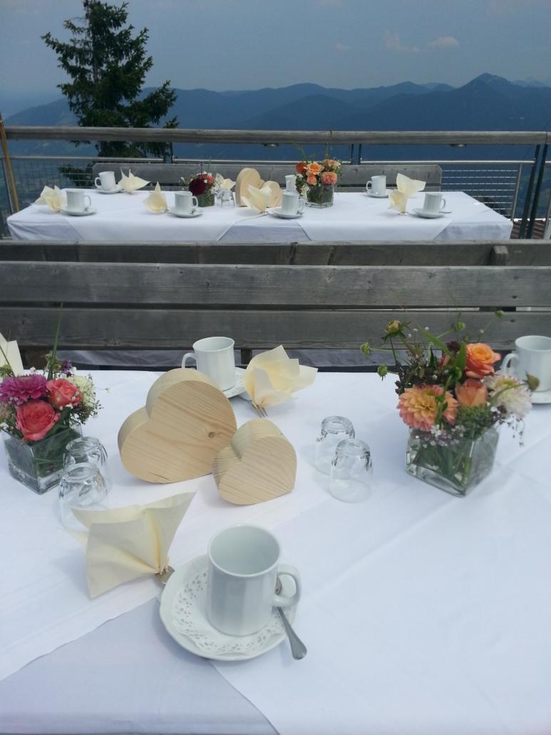 Kaffeetafel auf der Terrasse